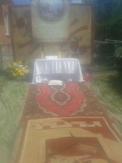 Ołtarzyki na święto Bożego Ciała.